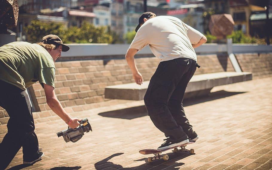 Filmimg skateboarding